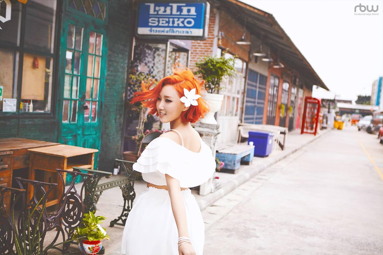 華莎 ♡ 一改帥氣風格,亮橘色的頭髮也很適合她。