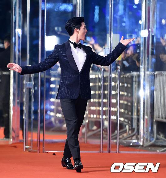 小雨傘#5 - BTOB - 星材  因為我結而讓粉絲譽為國民老公的星材 主動紳士的樣子,欲罷不能!