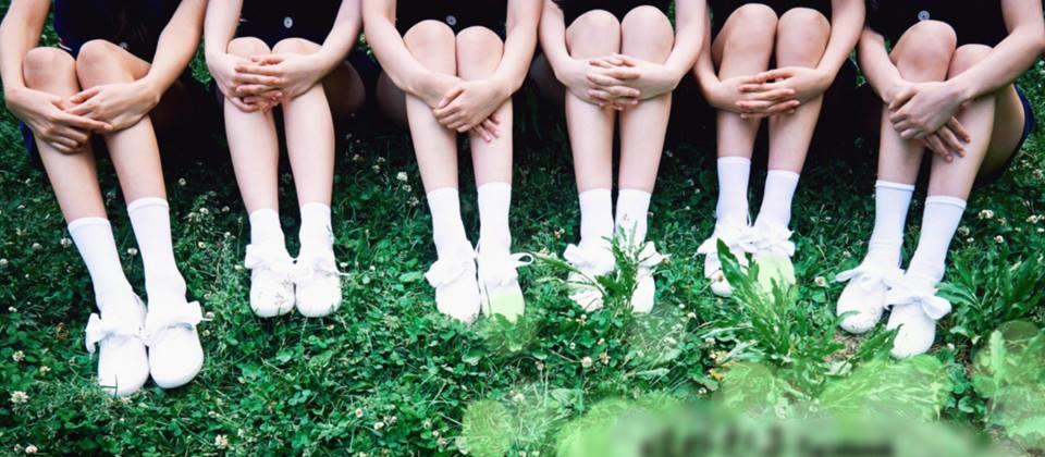先給大家看一下女孩們的美腿...