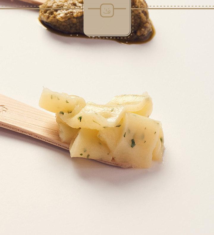 軟軟的就像奶油一樣,充滿了大蒜香氣和些許香芹碎末