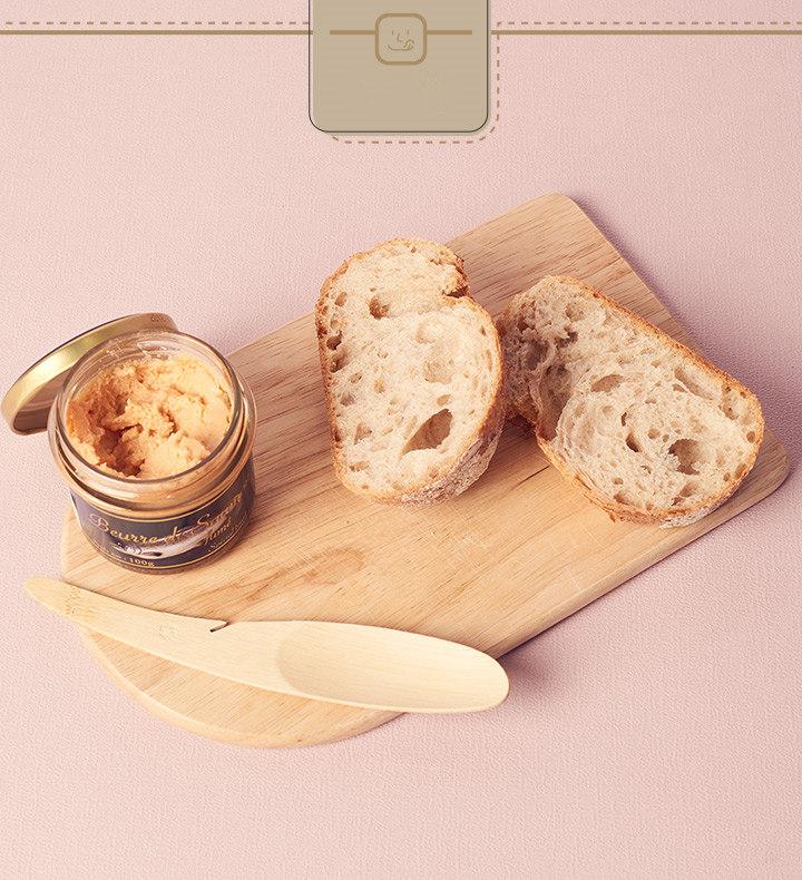 比起吐司,選擇這種有一點嚼勁的法國麵包會更搭喔~