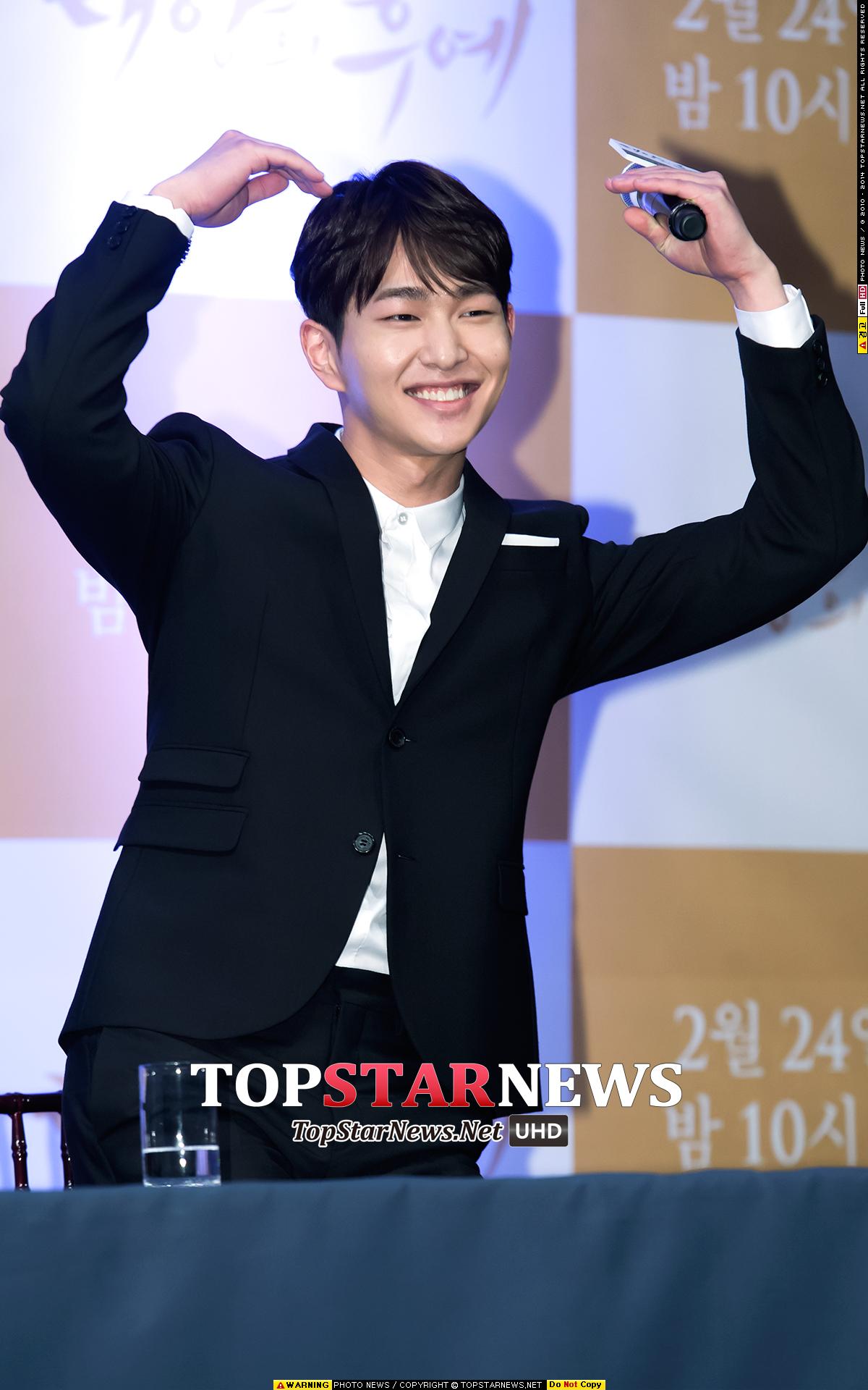 今天的主角之一就是 SHINee 溫流 他最近參與了 KBS《太陽的後裔》的演出。
