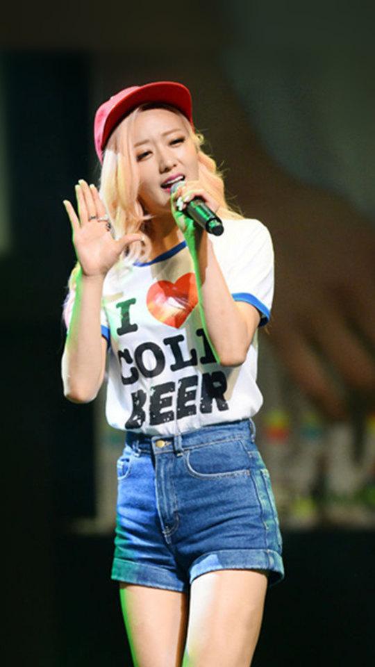 不僅會唱歌,連開球都難不倒普美!完全沒在客氣的開球方式,就是這種不做作的魅力讓她在韓國有大票的女粉絲啊!