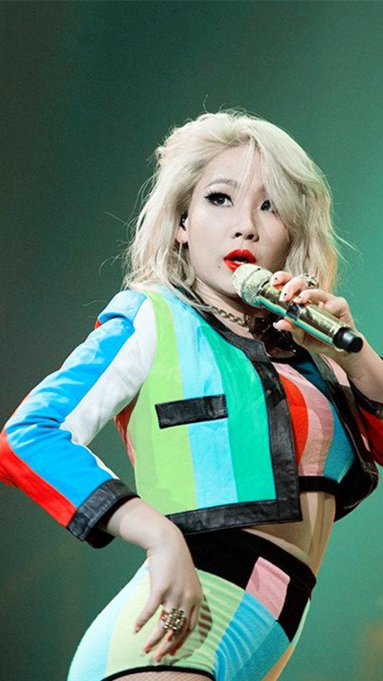 2NE1散發自信的舞台風格絕對是女生粉絲的最愛啊!