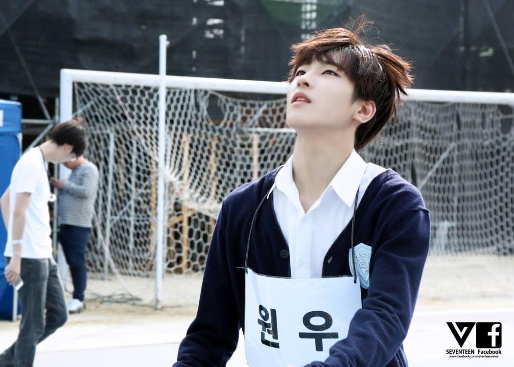 ✿Seventeen Won Woo -「在〈首爾歌謠大賞〉表演《幻聽》時的Won Woo,散發著『狼』的氣息,聲音也很好聽,了解他之後,發現他非常有少女情懷…」