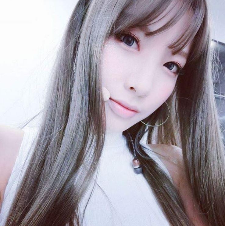 特別是成員智淑! 韓國網友大力稱讚智淑現在的美貌可以說是「國民妖精」的等級,這次的妝感也特別適合智淑~