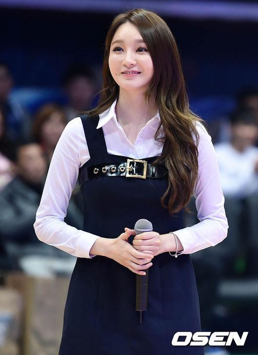 酒窩#姜珉耿  Davichi的珉耿姊姊有著和歌聲一樣的溫柔 被姐姐這樣一盯,小編都要融化了