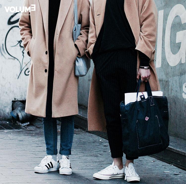和男友一起的COUPLE LOOK..★ 駝色長大衣+丹寧褲+球鞋,簡單又不失時尚感
