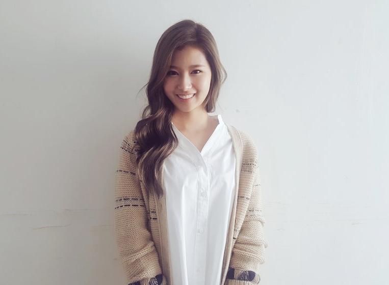 ♡ 隱藏版門面 3 號 :: TWICE Sana  TWICE 的日本成員 Sana 也是隱藏版門面,雖然九個人都有自己的特色,但大家不覺得 Sana 笑起來真的很可愛嗎?很有幼稚園大姊姊的感覺。