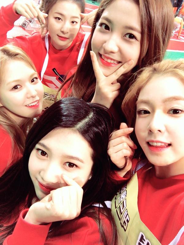 話說韓國論壇上流傳關於Red Velvet回歸的消息,據說MV已經拍完,還有一位成員染了紅髮呦!