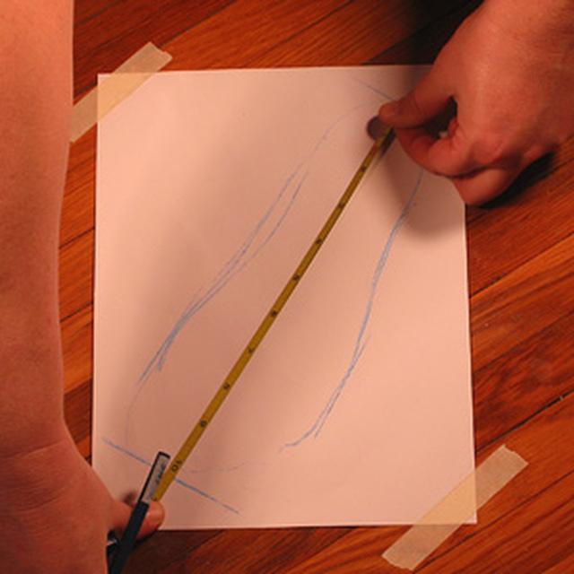 因此每年我們都應測量一下腳的長寬,確定腳部大小的變化,選擇適合的鞋子!
