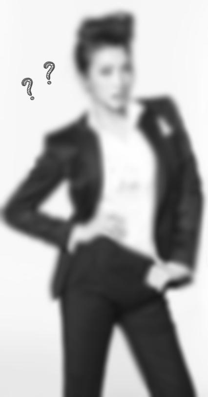 ● 提示一:這位女孩以前也穿過男裝