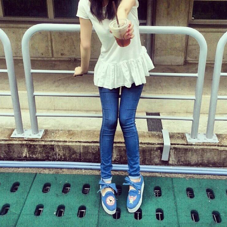 ● 提示三:身材很好的她,還有一雙細長的美腿。