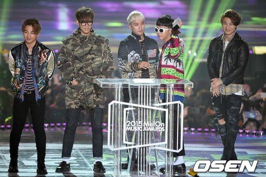 就從最早頒獎的 MelOn Music Awards 開始說起,他們一共拿下「Top 10歌手獎、Netizen Choice、年度歌曲(BANG BANG BANG)、年度藝人」四個獎項。
