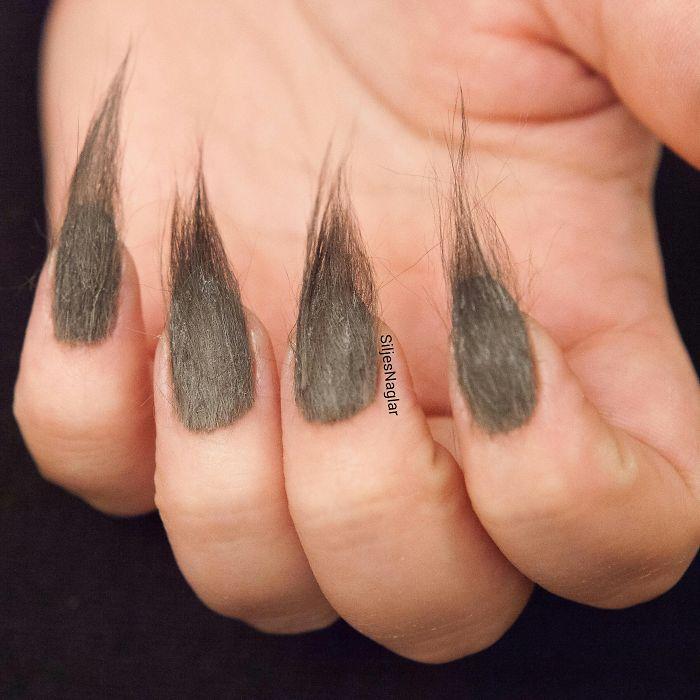 其實還有一種指甲藝術,,,,,那便是fur nail,,,,讓人好驚慌,好瘆人