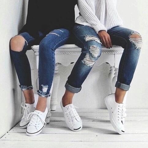 而在眾多的運動鞋中,韓妞最經常穿的就是黑白兩色!不僅好搭,還能根據你今天的心情做各種不同的變化,下面就快跟著偽少女來看看韓星們平常都是怎麼駕馭黑白運動鞋的!