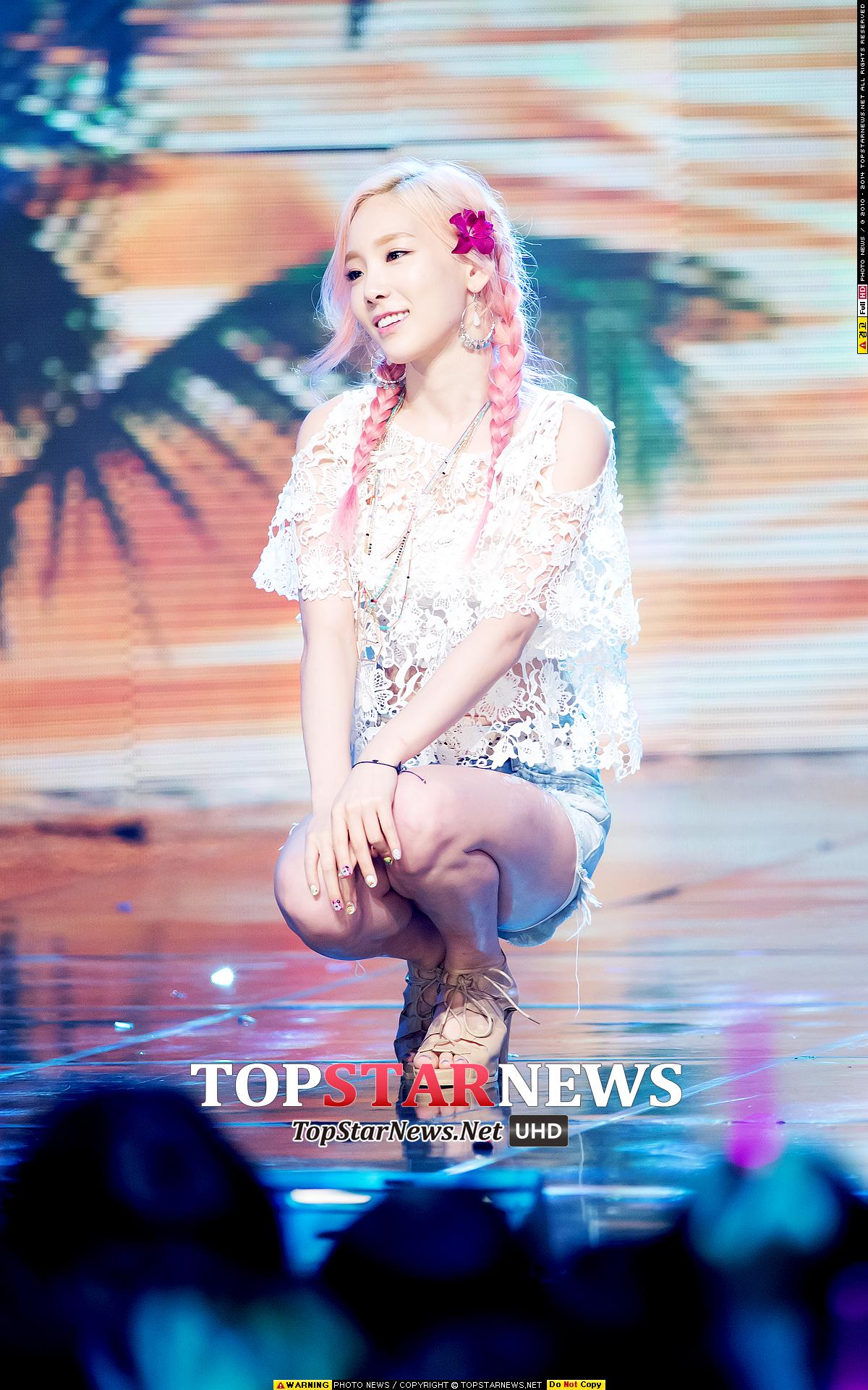 少女時代的太妍在 party 宣傳的時候,也有染上粉紅色漸層喔!