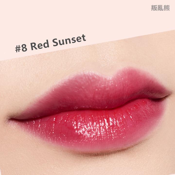 不過這個暗紅色就蠻美的~這隻唇膏非常的濕潤,擦起來是有光澤的