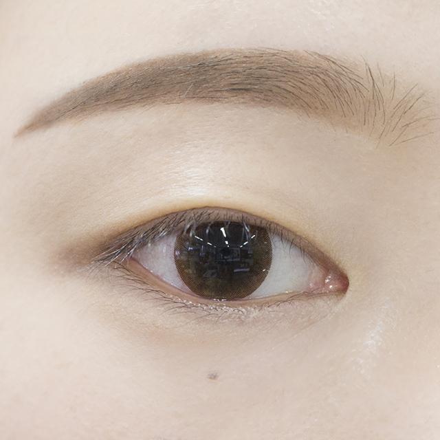 但其實實際上是這樣...屬於眼皮比較薄一點的內雙~