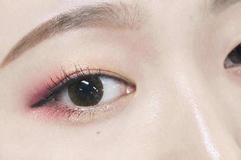 完成品就是這樣~ 雖然這張照片看起來很像正常的雙眼皮,但可能是因為角度和夾過睫毛才會有這種效果