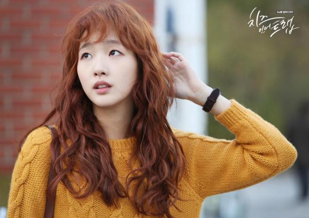 隨著戲劇的開始與結束,韓國女生眼中最想擁有的髮型也有了不斷演進的變化,例如《乳酪陷阱》裡的洪雪捲髮也讓許多女生好想亂捲一下 XD