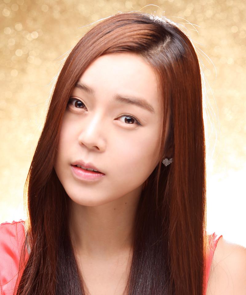 在韓國也有一位變性藝人「崔韓碧(최한빛)」,她在 2006 年接受手術,之後參加 2009 年的韓國《第18季超級模特選拔大賽》得到關注,是韓國著名的變性藝人、模特兒。