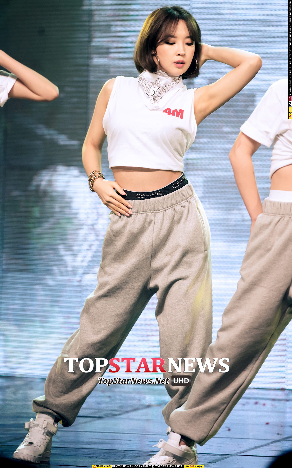 韓國網友們說祉潤也擁有不輸給成員嘉允的時尚sense,在舞台上也總是展現氣勢驚人的氣魄! 雖然在舞台上經常看見她充滿爆發力又帥氣的模樣…