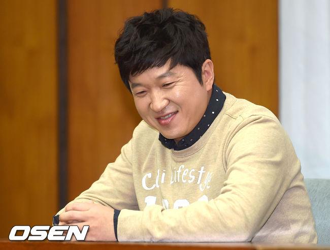 其實不僅女藝人會有身體狀況的問題,在去年年底,韓國知名主持人鄭亨敦就因為健康問題,決定暫時中斷所有演藝活動。