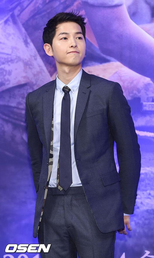 最近熱播中的韓劇《太陽的後裔》,除了男主角宋仲基的凍齡花美男外貌,和讓人心動到不行的把妹招數受到觀眾們注意以外…