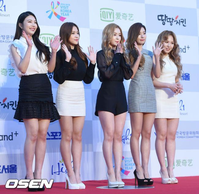 粉絲們也回應:「就快要回歸了,等著看吧!」 其實不論這群可愛的女孩們身材怎麼樣,粉絲們喜歡就好啦~大家是不是也很期待Red Velvet的回歸呢?( ゚∀゚) ノ♡  (這張真的超美的啦♥)