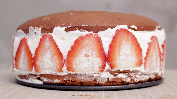 鏘鏘鏘.....☆「草莓磚牆」蛋糕完成!