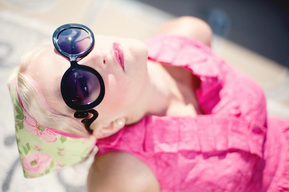 3. 常常容易被忽視的一點,春日的紫外線! 我們總是覺得春天的太陽不強烈,通常不會塗抹防曬用品,讓皮膚在陽光下裸曬~