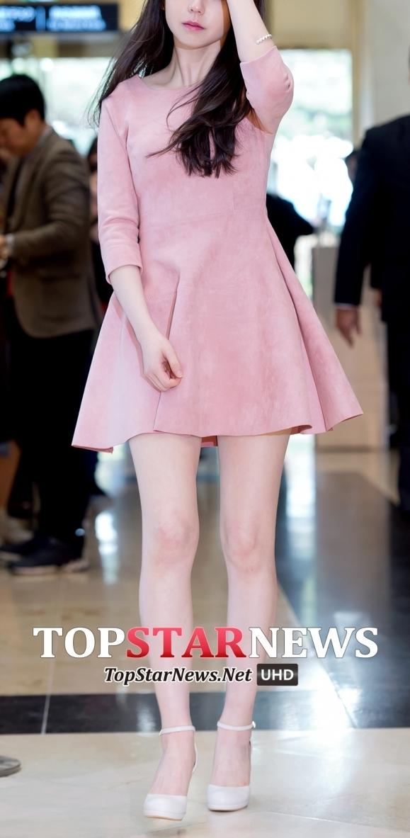 售罄的衣服就是這件! 非常符合春天氣息的粉色洋裝。