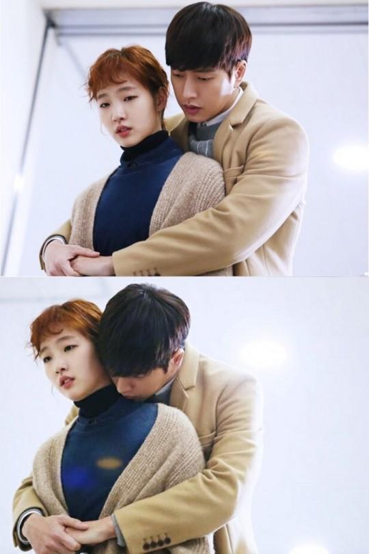 ♥ 樓梯間 雖然獨自一人在樓梯間有點可怕,但如果和男朋友一起的話,反而是個絕佳地點,背後抱結束之後,還可以來個階梯之吻XD