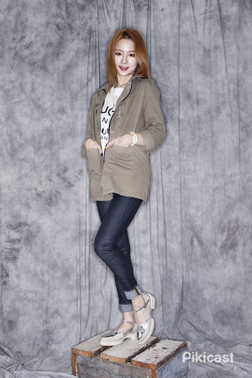 ★BONUSㅣEXID 率智推薦穿搭法 #軍綠夾克 #白T #緊身丹寧 #銀色皮鞋