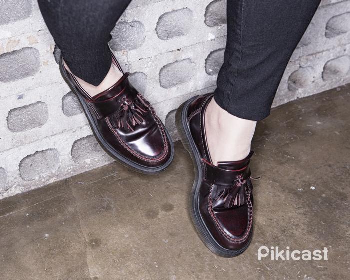 鞋子的部分小編是選擇了正在流行的流蘇皮鞋,不過配上帆布鞋或是運動鞋也都很適合啦~