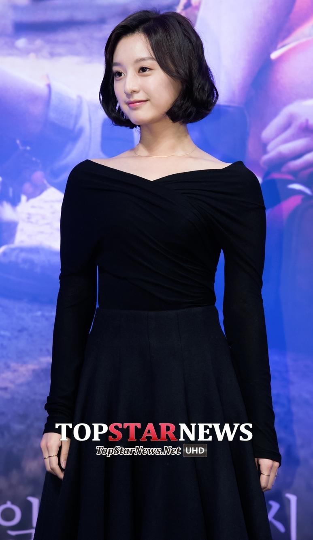金智媛在劇中飾演軍官女兒的尹明珠,個性直率、敢愛敢恨,讓她不僅在男生之中受歡迎,就連女生的支持度也很高。