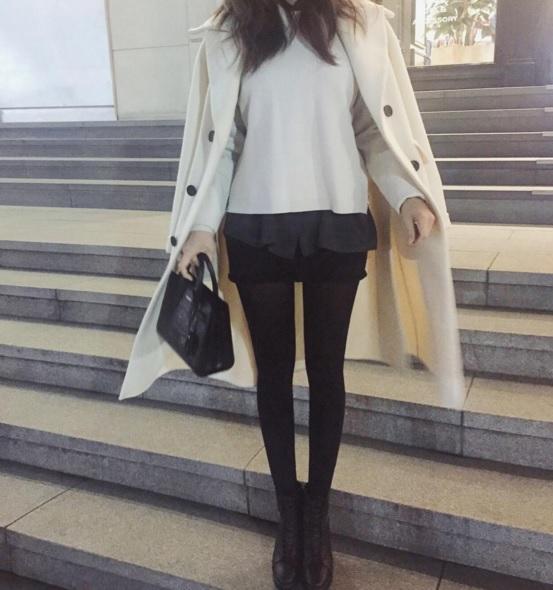 摩登少女知道,身高天生不夠別人高的女孩,在穿搭的時候總是比較麻煩一些。想著要怎麼讓自己看起來更高、腿更長~
