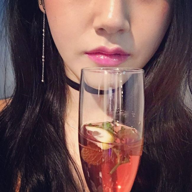 然而今天小編要再介紹一位擁有神比例的女偶像! 她雖然是女偶像,但因為不平凡的美貌,讓韓國網友們稱讚她擁有美女演員的臉相~