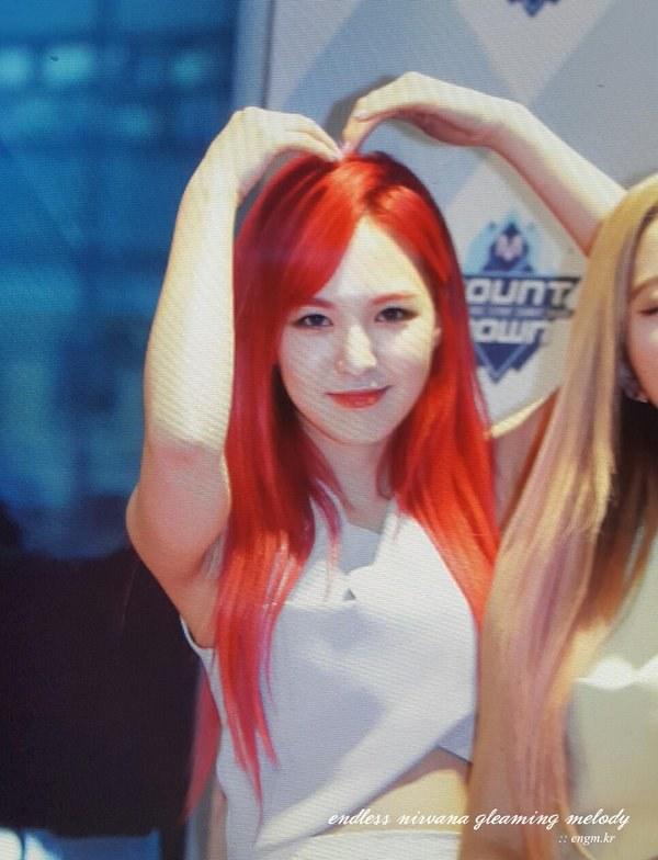 粉絲上傳了Wendy的這張照片!是不是美翻!! 這根本已經很瘦了啊…Wendy這次的紅髮真的超亮眼♥