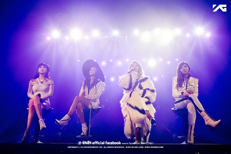 不少粉絲們以為去年的合體,代表2NE1將要回來!還有粉絲們發現朴春穿著輕便服裝進公司,覺得應該是為了回歸在做準備…