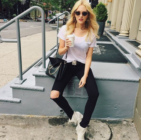 白T + 黑色破洞褲 簡單卻酷酷的時尚,,,