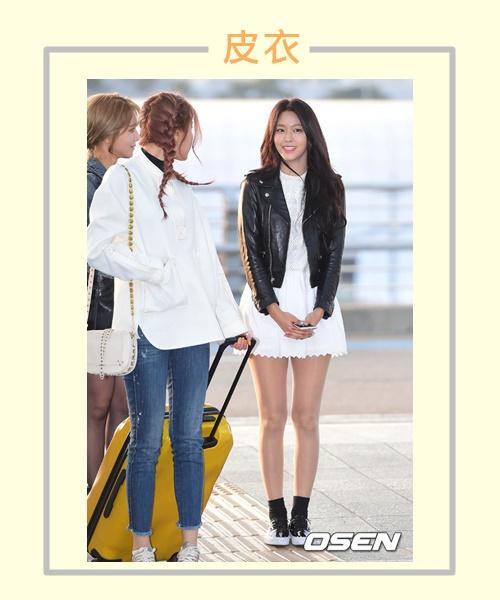 皮衣不論是材質還是顏色雖然都比較適合秋冬,但雪炫搭配可愛的白色短洋裝就很適合初春,整體給人家一種個性少女的感覺♡
