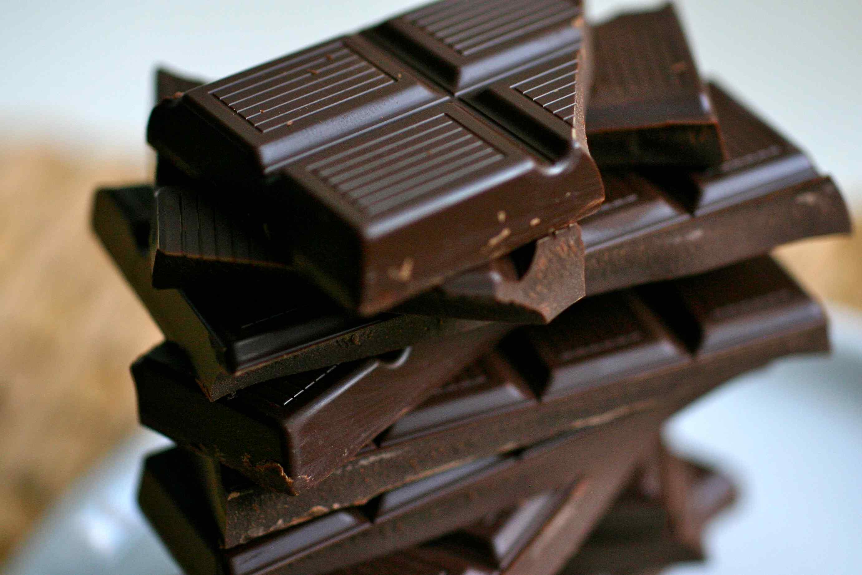 1. 選擇可可含量高的巧克力 (又稱 '黑巧克力')