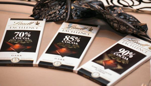 因此在選擇巧克力時,盡可能選擇可可含量30%以上的巧克力比較好.. 可可含量基準(20~30%) .... 果然超高含量欸:-D