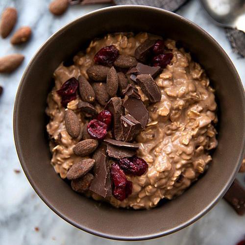 在消化巧克力的過程中,和腸內微生物菌群一起發酵,對我們的身體有益...和堅果類、漿果類等富含膳食纖維的食物一起食用的話,效果更佳!