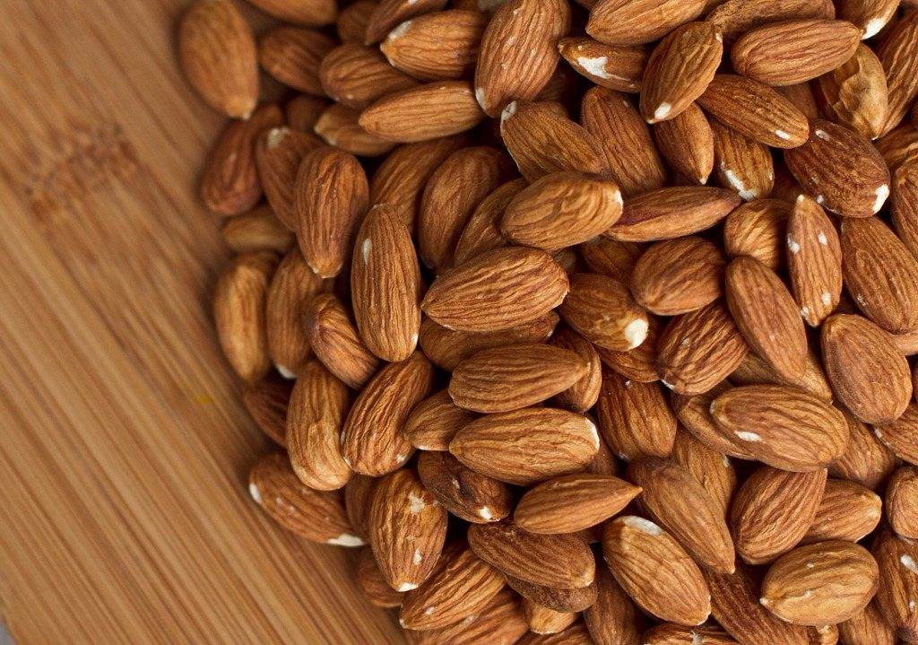 特別是杏仁中含有的卵磷脂成分具有中和巧克力的可可堿(過多的情況會嚴重刺激中樞神經)成分的作用~