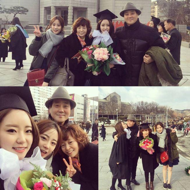 齡智不時也會分享和家人的照片,前陣子還去姐姐的畢業典禮,話說姊姊是梨花女子大學的欸♥(姊姊也好漂亮!!!)