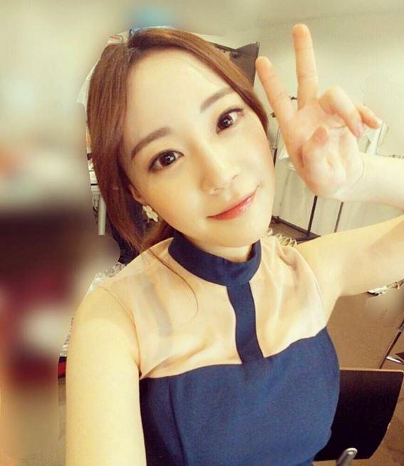 照片中的齡智看起來過得非常充實,韓國網友們也讚美齡智越來越有魅力,看起來越來越美了!女性美魅力完全爆發啊♡