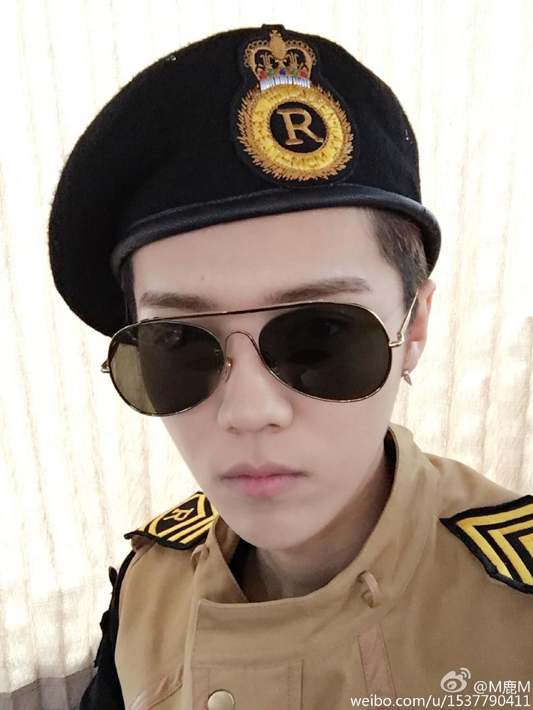 中國版跑男也集體扮裝成劉時鎮,鹿晗大尉是不是很帥氣呢♥